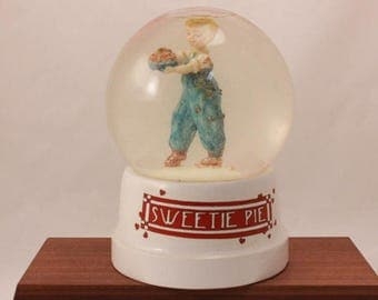 Mary Engelrein 1987 Sweetie Pie Snow Globe.