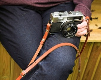 The 1901 'Eggleston' BUCKLE ADJUSTABLE  87-145cm Leather Camera Strap