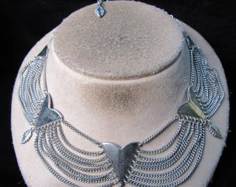 Vintage Chunky Silvertone Chain Dangling Leaves Necklace