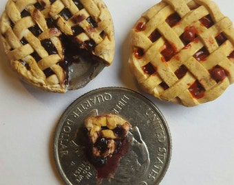 2 piece dollhouse miniature pies