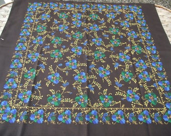 Beautiful russian scarf Floral Vintage Ukrainian Romanian  Shawl old Soviet Shawl romanian style women A perfect gift for her