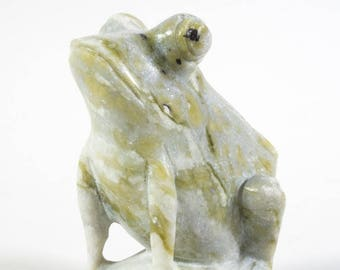 Green marble frog statue, lotus leaf, China, end of 20th century, handmade.