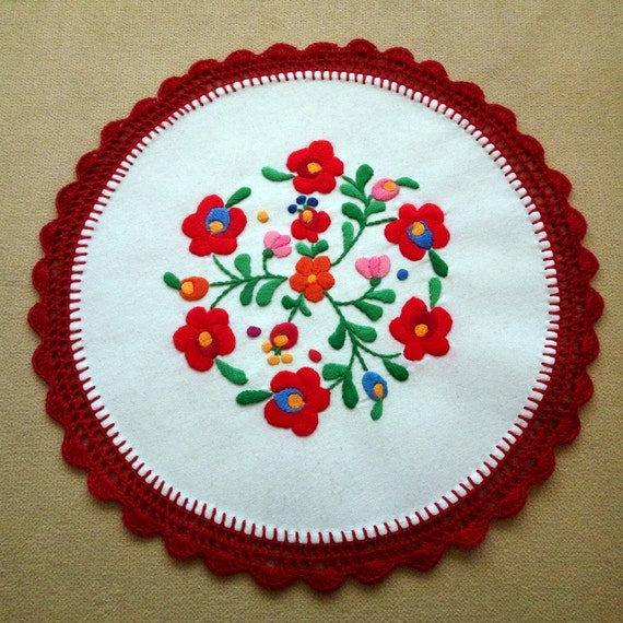 Hand embroidered Hungarian, Matyo doily with hand crocheted borders (MKDOI-TR-305)