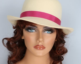1960s Hat - Bowler Hat - Fedora Hat - Cream Felt - Pink Ribbon Bow - by Georgette