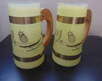 Set of 2 vintage glass beach scene tumblers with wooden handles (GREEN)