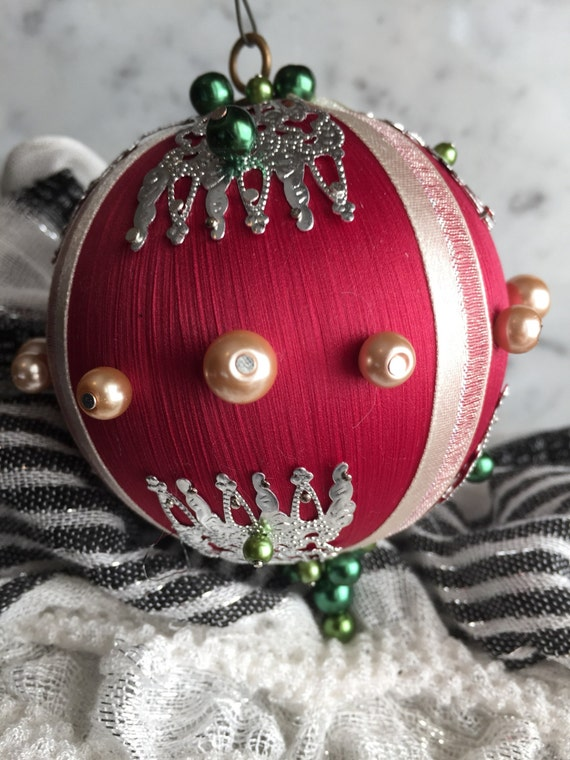 Christmas ornament, holiday ornament, beaded ornament, handmade ornament, traditional ornament, gifts for Christmas, gifts for the holidays