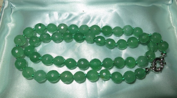Lovely knotted and faceted 7mm natural green Jade beaded necklace 18 inches