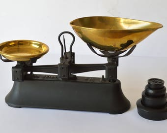 Vintage 2lb Cast Iron Kitchen Scales & 4 x Imperial Weights Black Lovely Condition
