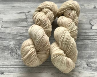 WALKING ON EGGSHELLS - handdyed yarn - very light brown/beige with a little bit of rustic red speckles