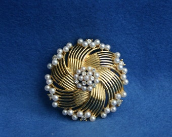 Signed Lisner Gold Tone  Faux Pearl and Rhinestone Brooch