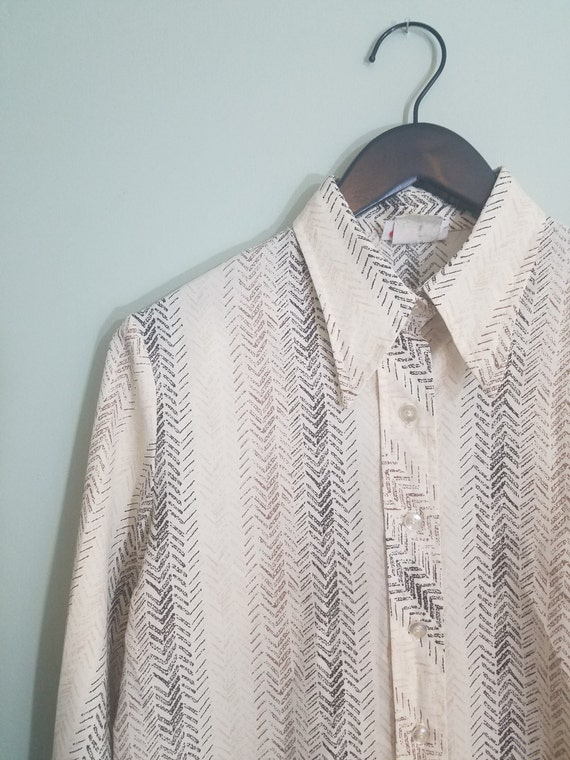 1970s Tire Print Button Down / Brown, Black, and Tan Chevron Striped Shirt / Modern Size Small to Medium