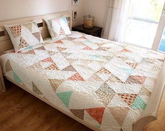 queen size quilt, triangle quilt, modern quilt, homemade quilt, patchwork, quilt, patchwork quilt, homemade quilt, quilted pillow shams