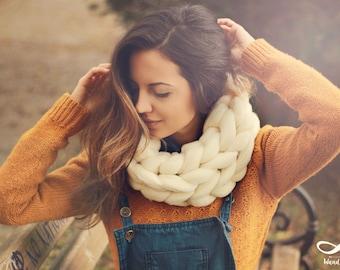 Super chunky infinity scarf / Merino Wool Scarf / Chunky Wool Scarf / Arm Knitting / Super chunky Scarf / Gift fir her / Big Scarf