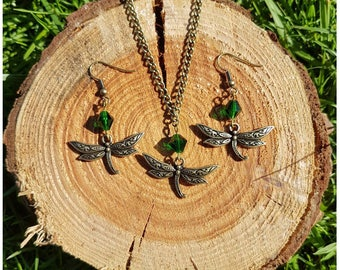 Antique Bronze Dragonfly and Green Bead Jewellery Set // Dragonfly Jewelry Set