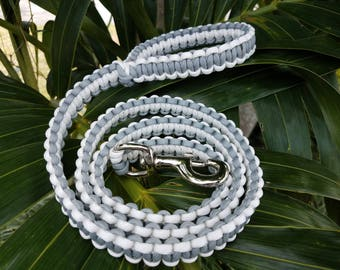 Gray and White Paracord Dog Leash, Gray Dog Leashes, Dog Lead, Gray Paracord Puppy Leash, Gray Leash,  Gray Paracord Leashes, Paracord Lead