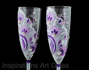 Purple wedding glasses Toasting flute set Purple Champagne glasses Wedding flower glasses Wedding gift glasses Hand painted glasses Set of 2