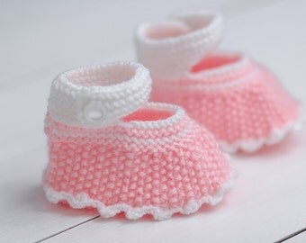 Toddler booties Shower gift Newborn booties Knit gift Hand knit booties Baby shower gift Baby girl booties Pink baby booties Baby booties