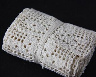 Handmade lace, crocheted lace, vintage lace, vintage linens, crocheted lace border, crochet, lace border, vintage handiwork, vintage sewing