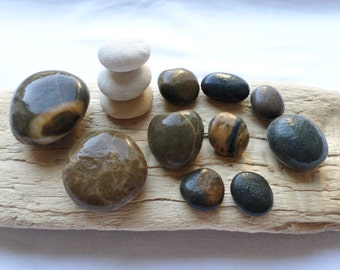Pebble round and curved, polished by the sea, large multicolored pebbles. Perfect lot for paintings, zen garden, aquarium or terrarium.
