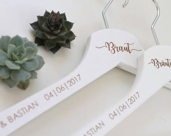 personalized coat hanger with name and date. Bride and groom | Wedding dress and wedding suit | Photo accessory |