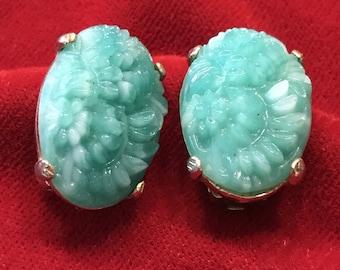 VINTAGE CINER MOLDED Earrings, Molded Glass, Green Peking Glass, Clip On, Vintage Earrings, Molded Glass