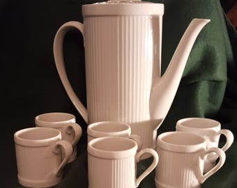 Taste Setters Collection Teapot and 6 Cups
