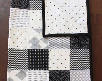 Tate Quilt, gender neutral baby quilt, monochrome nursery, black white quilt, nursery bedding, baby bedding, baby gift, gender neutral