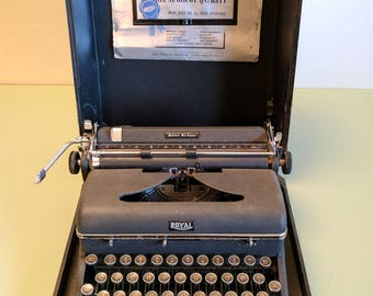 Royal Quiet DeLuxe A Model Mechanical Typewriter