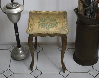Vintage square Style Florentine Ort and green side Table. Ancient Florentine Square End Table. Shabby Florentine Gold Gilded Pedestal
