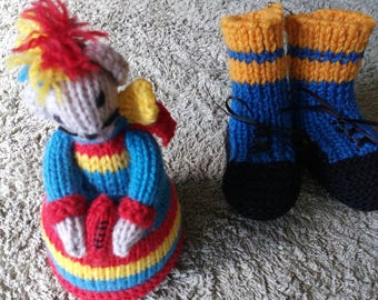Hi football lovers here is something for your baby girl or boy a warm woollen pair of booties in your favourite football colours and