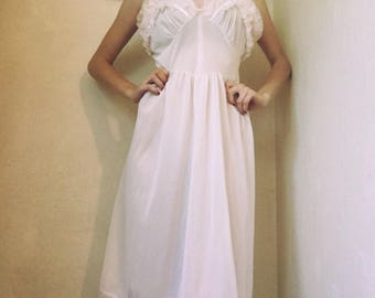 1950s Pale Pink Slip with Ruffles and Bow