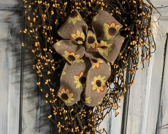 18 inch primitive country sunflower heart wreath