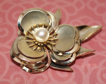 Vintage Brooch, Flower Pin, Gold Tone Faux Pearl Brooch