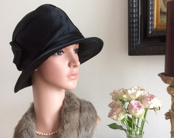 Vintage 1920s Art Deco Cloche Hat Black Satin Dipped Brim Pristine Stylised Stunning 20s Flapper