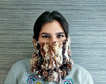 Handmade chunky knitted cowl | Boho accessories | Brown colours | Knitted infinity scarf | Woman accesories | Winter fashion cowl |