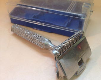 Vintage Ever Ready safety razor in original box, Patent 1912, ornate handle