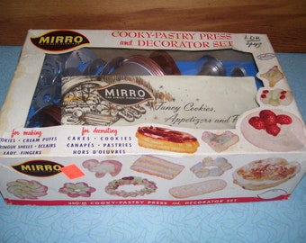 Vintage Mirro Cookey-Pastry Press and Decorator Set