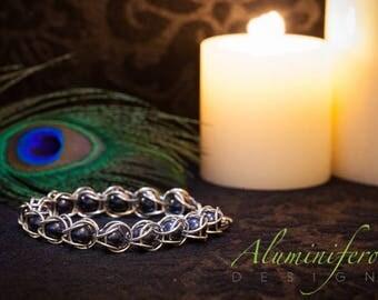 Night Blue : Silver Pearl Capture Bracelet