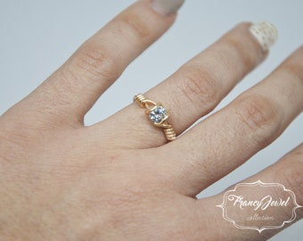Engagement's gift, Solitaire ring, gold ring, cubic zirconia, unique ring, handmade ring, 14ct gold, made in Italy, gift for her, wedding