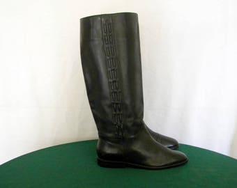 Sz 5.5 Vintage tall black leather 1980s flat women riding boots.