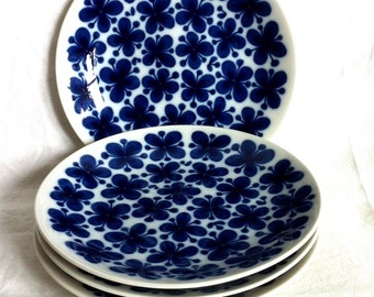 Vintage  bread and butter plate Marianne Westman Rörstrand Sweden MON AMIE 1970s. Iconic item. White and blue. Hand painted
