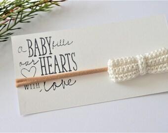 white bow headband , crochet bow, baby photo prop  , vintage style  mini bow headband