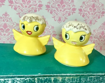 Vintage 1950s Chick Salt and Pepper Shakers, Yellow Chick Salt and Pepper, Kitschy Salt and Pepper Shakers, Kitschy Kitchen Decor