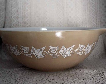 Pyrex 444, Sandlewood Cinderella Mixing Bowl, Ivy Pattern Mixing Bowl, Large Mixing Bowl, Tan with White Pattern