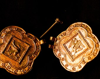 15th C clasp with Bird Design - Y-28