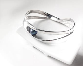 Escher-06: sterling silver infinity Bracelet and Pearl River