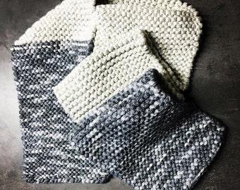 Soft scarf in grey silver