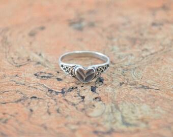 Vintage Heart Band Ring Size 7.5 Sterling Silver 1.7g Vintage Estate