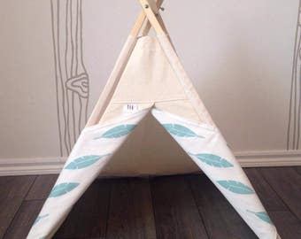 Tipi for animals - model feathers