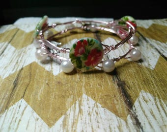 Pink flowers and pearl bracelet set